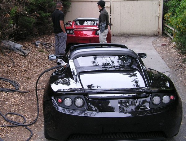 tesla-roadster-recharge